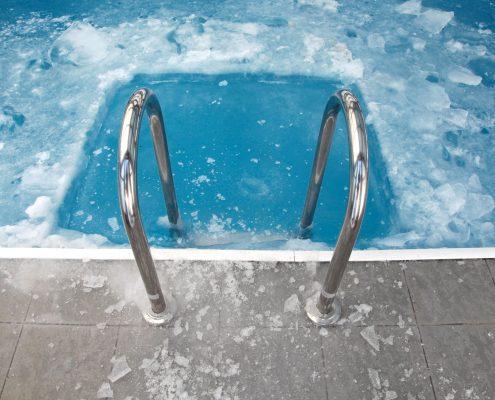 água da piscina congelada