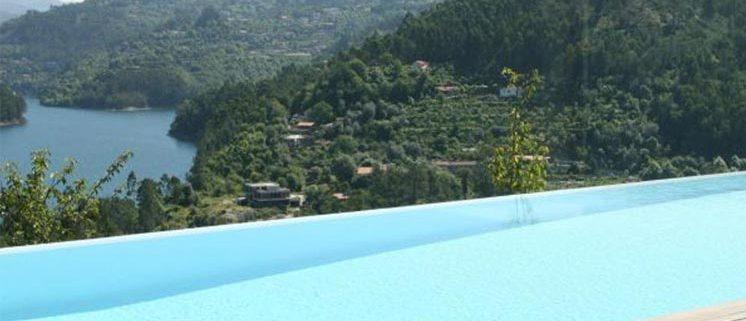 7 hotéis com piscinas